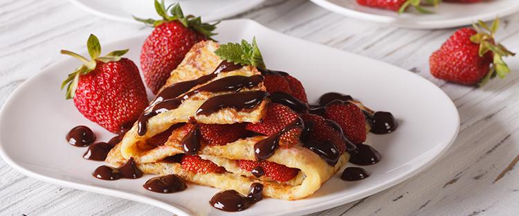Crepe mit Schokolade und Erdbeeren