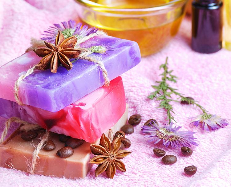 DIY-Seifen mit Lavendel und Kaffeebohnen