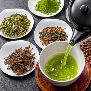 Teezubereitung verschiedener Grünteesorten