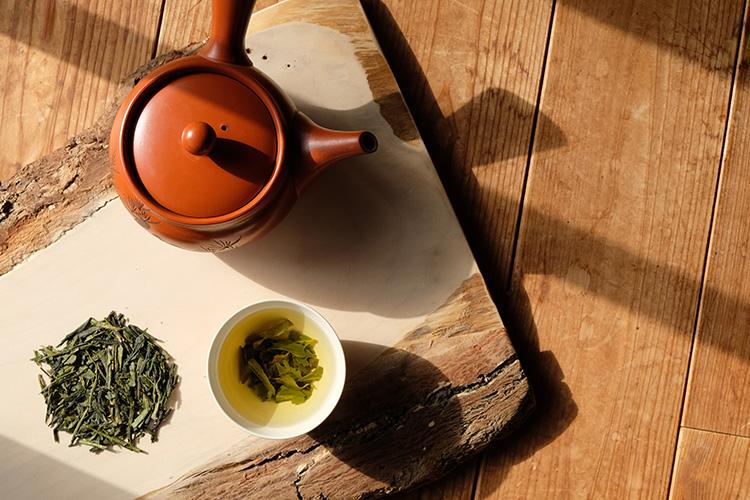 japanischer Grüntee mit Teekanne